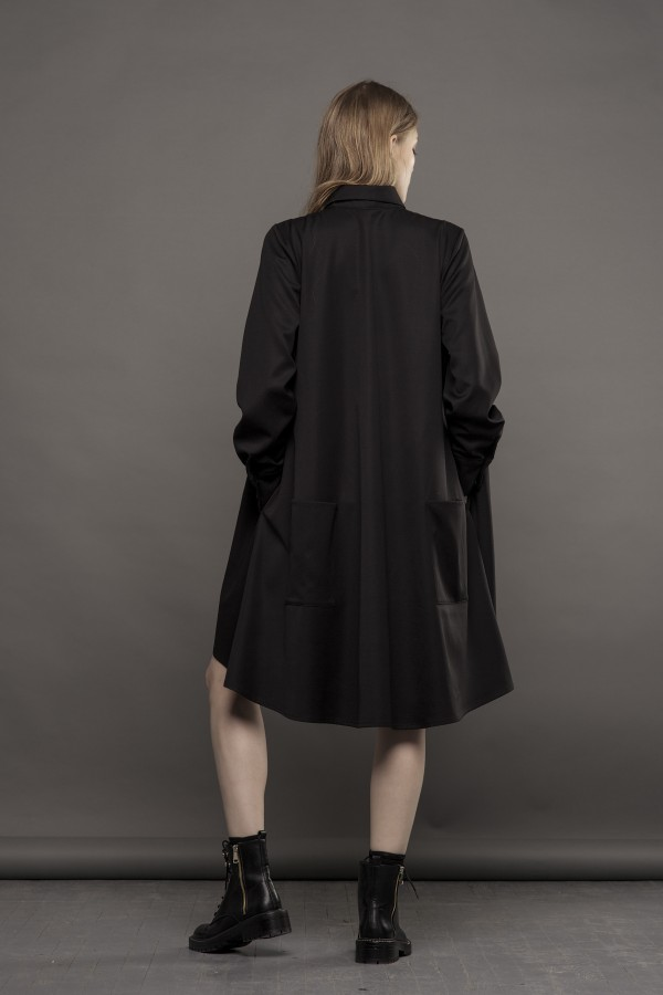 Fluid black shirt with pocket detail at the back
