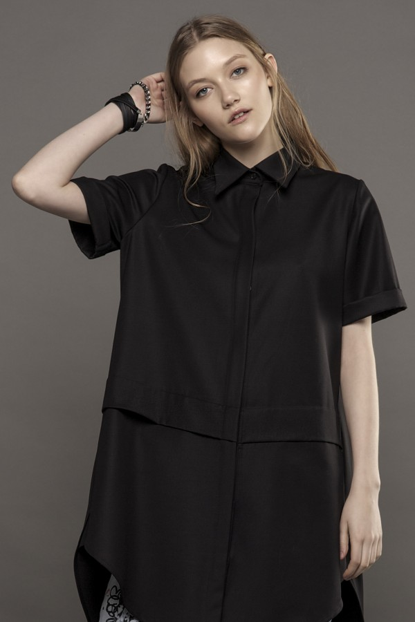 Short sleeved shirt with detail